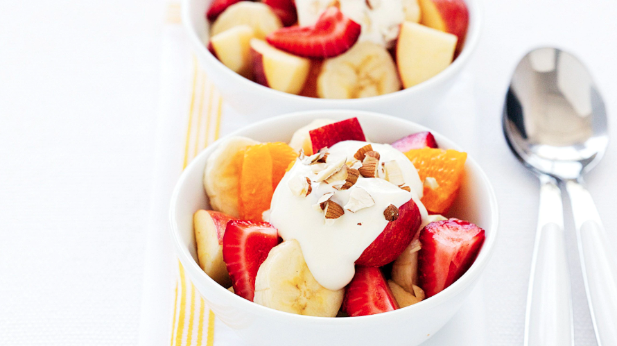 minimum-ingredients-breakfast_fruit_salad_yogurt_and_honey
