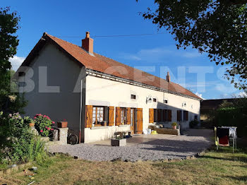 maison à Dun-les-Places (58)