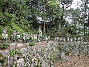 石像がずらりと並ぶ