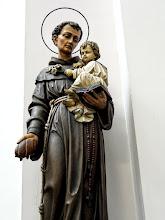 Photo: A  Páduai Szent Antal-szobor a legrégibb adomány, a templom felépítése előtt használt épületből hozták ide.