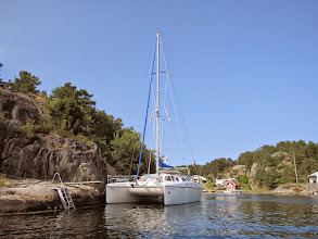 Photo: Moored along the cliff outside the narrow entrance to Tonje and Martin's cottage in Frillestadkilen. (Gamle Hellesund is only a little further west.)