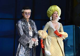 Photo: EINE NACHT IN VENEDIG / Wiener Volksoper. Inszenierung: Hinrich Horstkotte, Premiere 14.12.2013. Vinzent Schirrmacher, Johanna Arrouas. Foto: Barbara Zeininger
