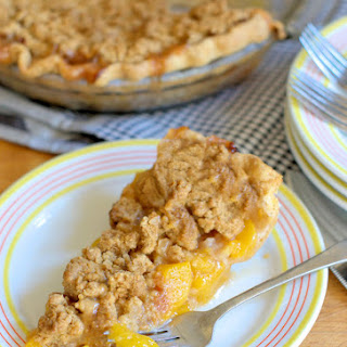 Peach Almond Crumb Pie