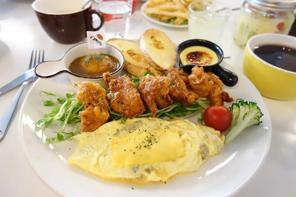 I - Mita 愛米塔。早午餐。juicy炸雞的鮮嫩 醬燒牛五花的鹹香 早午餐界CEO 評價CP飆高高 全日早午餐!!