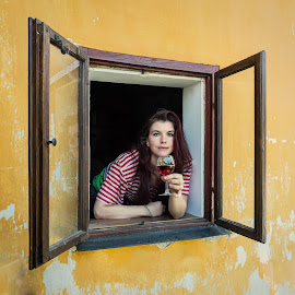 I hope you come by Klaus Müller - People Portraits of Women ( woman, invitation, window, hope, people,  )
