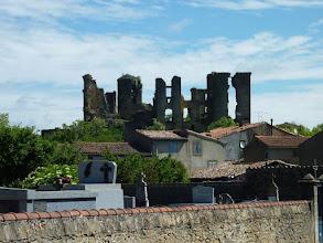Photo: Les ruines du château Lagarde