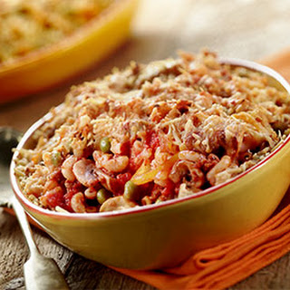 Macaroni Uit De Oven Met Gehakt, Erwtjes, Gele Paprika En Champignons