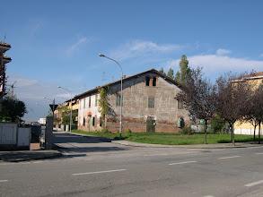 Photo: Mascarino, frazione di Castello d'Argile, via Primaria,  in angolo con via Silone, centro storico. Edificio abbattuto negli anni scorsi
