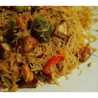 Noodles and Veggies With Peanut Sauce