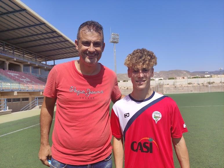 Con Israel Polo, su entrenador en La Cañada juvenil.