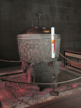 Photo: Taufbecken im Dom zu Worms
