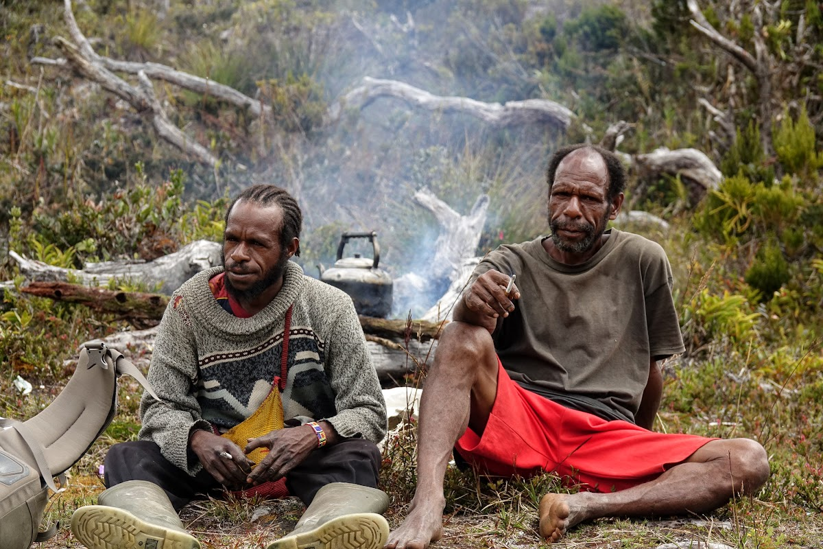 Indonesia. A Guide to Baliem Valley Trekking. Lunch on the trail thanks to our porters