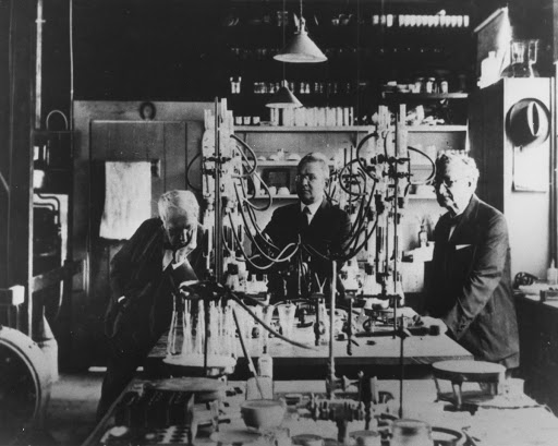 Edison working at Fort Myers laboratory