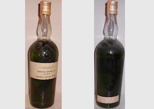 """Photo: Une vieille chartreuse Verte destinée à un usage culinaire. Attention c'est fort ! """"Préparation spéciale à 70°"""", dans un modèle de bouteille des années 1960, distribuée sur le marché italien."""