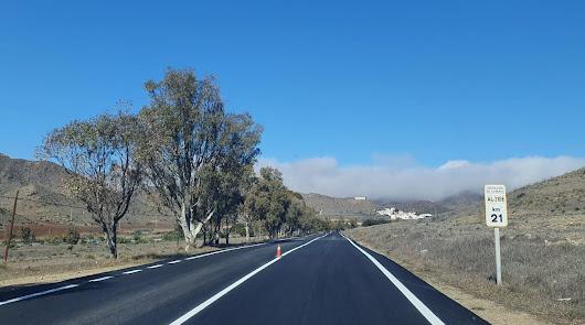 Mejoran dos carreteras de Níjar que son puerta de entrada al Parque Natural