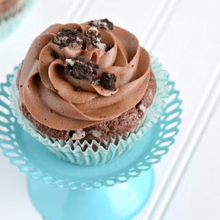 Oreo Cupcakes {Chocolate Frosting}