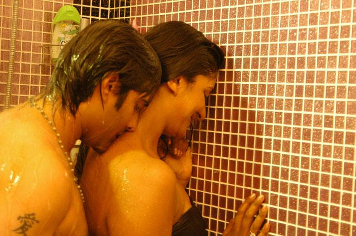 Vimala Raman bathroom scene, Vimala Raman in shower scene