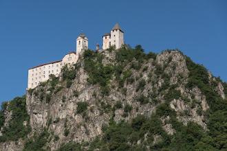 Photo: Klasztor Benedyktynek Sióstr Klauzulowych wzniośle króluje od wieków na skale na Świętej Górze.