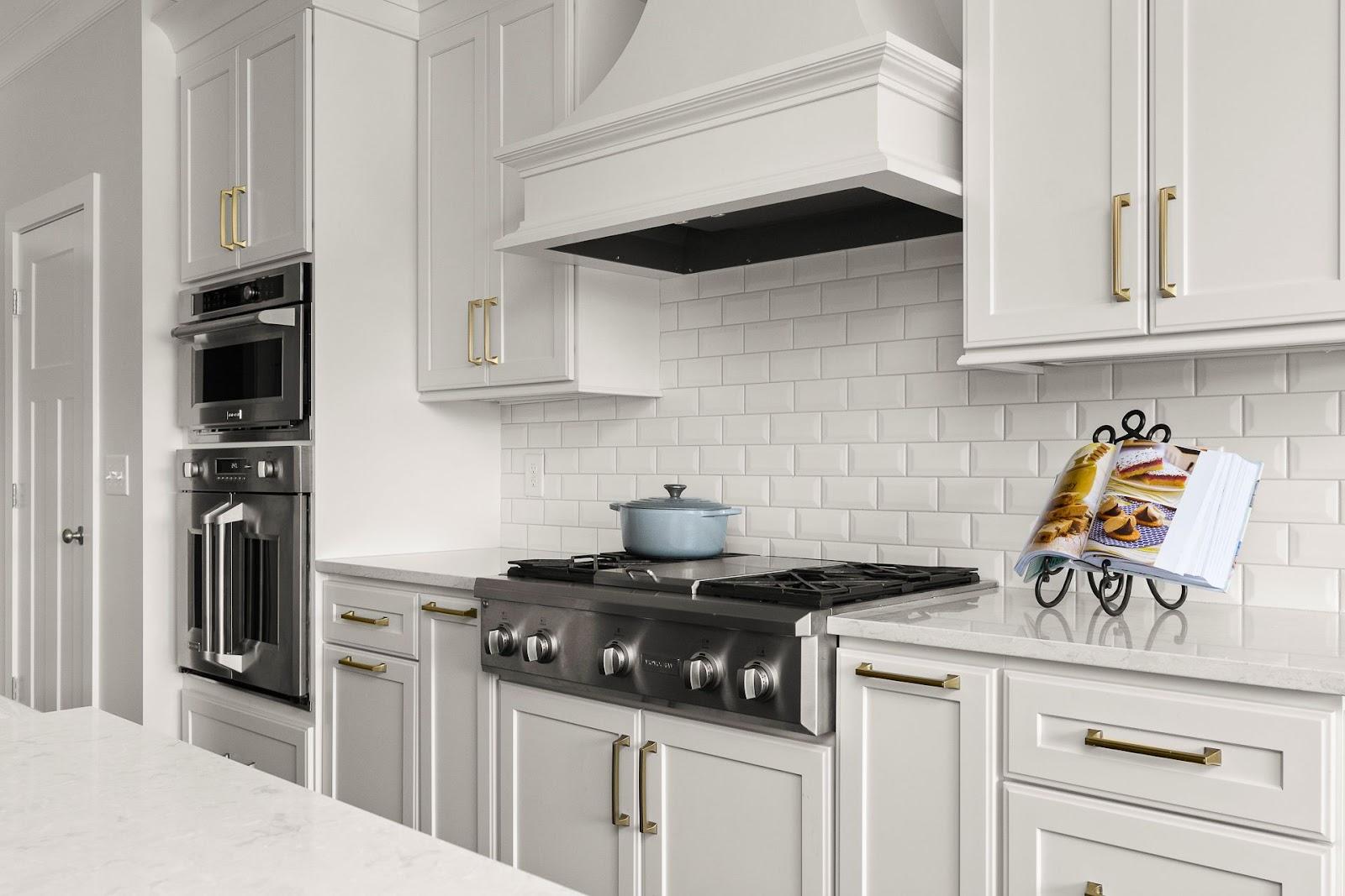 superior-construction-mt-juliet-tn-porcelain-vs-ceramic-kitchen-backsplash-with-white-ceramic-tile