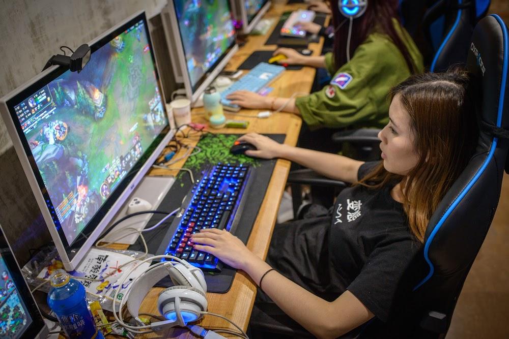 Cuộc sống của các game thủ nữ chuyên nghiệp có gì đặc biệt?