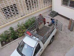 Photo: Sn3S0013-Dakar Pouponnière, cour près cuisine, sous chambre, chargement bouteilles gaz IMG_0838