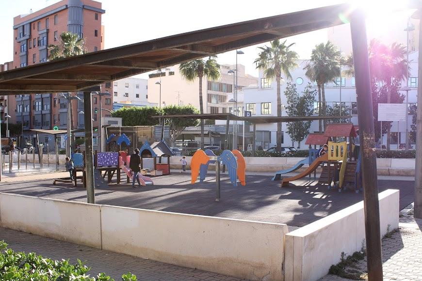 Parque Infantil de la Rambla junto al 18 de Julio.