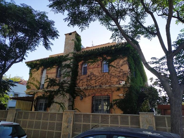 Vivienda con parra trepadora ubicada en la calle Aragón
