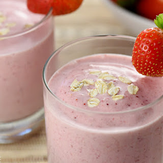 Strawberry Shortcake Smoothie {Healthy Oat Smoothie}