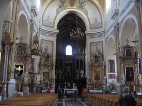 Photo: Wnętrze kościoła. Sanktuarium pochodzi z XIII wieku. Znajduje się w nim obraz św. Rodziny z XVII w. Papież podniósł świątynię do godności bazyliki mniejszej.