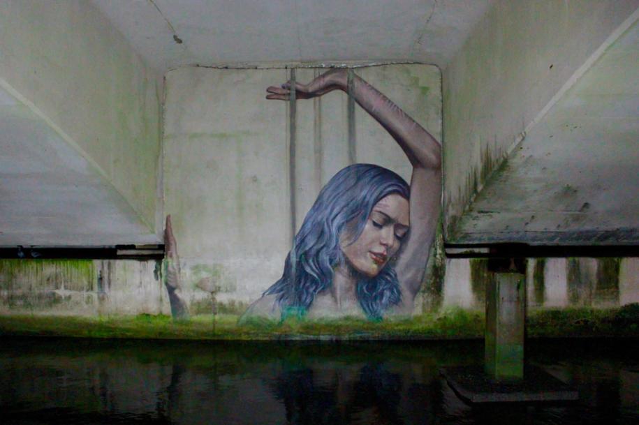 kobieca_ choroba_przewlekła_mural_z_kobietą
