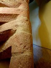 Photo: Detail schodiště z červeného pískovce.