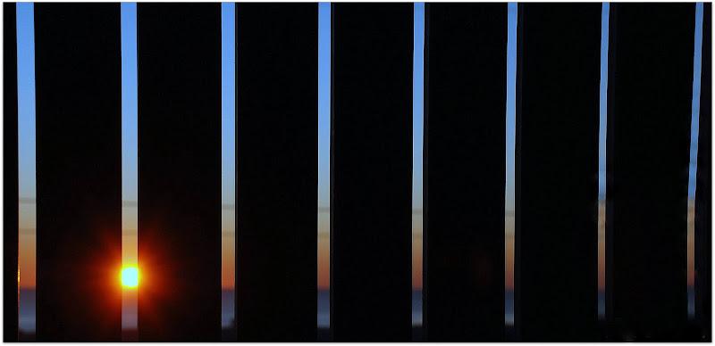 Il tramonto dietro la grata di Luciano Fontebasso