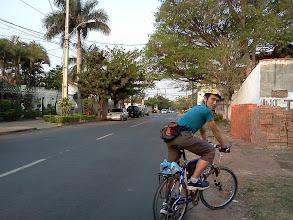 Photo: 道を選べば自転車は快適