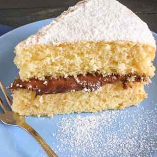 Yellow cake with Nutella (Ciambellone soffice con Nutella).