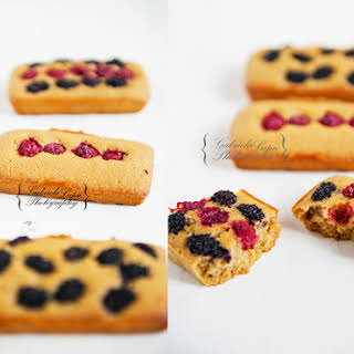 Small Wild Berries Cakes.