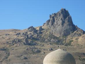 Photo: Beshbarmag sziklája. A Beshbarmag szarándok szikla