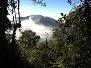 Photo: Vista de Gunung Gede desde Gunung Pangrango.