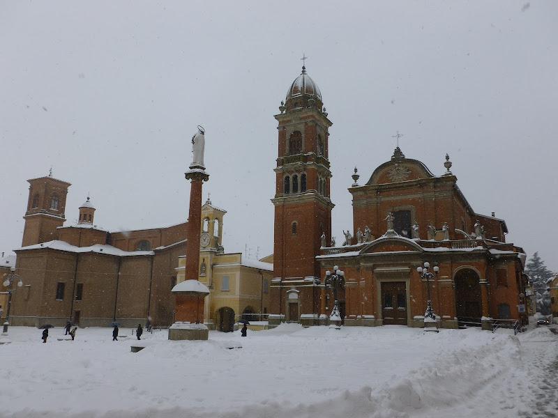 Photo: La piazza di Castel San Pietro