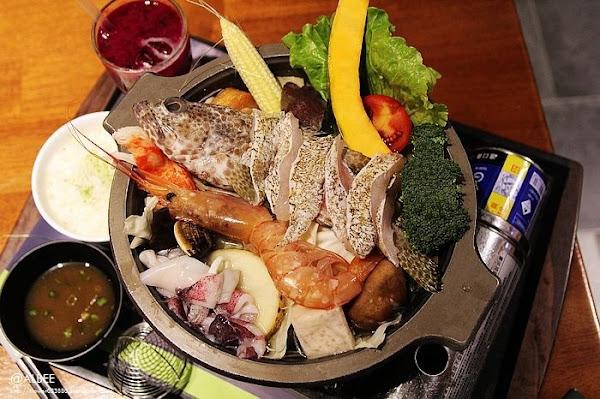 綠色空間和緯店台南美食火鍋、簡餐,用餐空間寬敞,聚餐的好所在,餐點選擇多樣化。