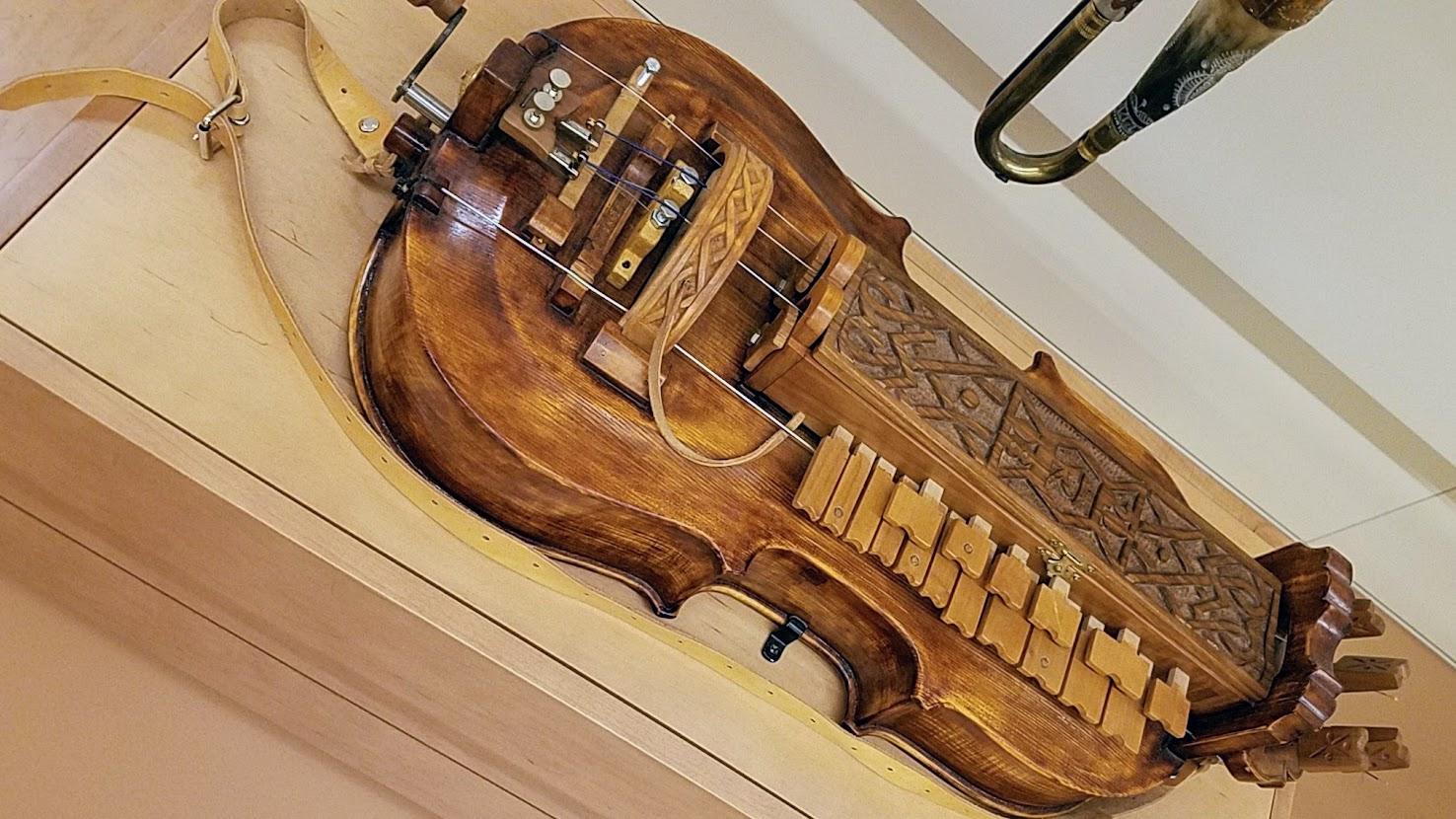 Music Instrument Museum (MIM) Geographic galleries, Ninera, wheel fiddle from Turicky, Bunska Bysterica Region