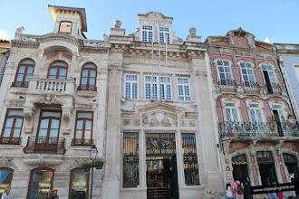 Photo: Seguimos en la Rua Dr. Barbosa de Magalhães, al lado del museo, con más edificios modernistas. Aunque es la zona que linda con el barrio de pescadores, está muy cerca del canal y hay edificios muy importantes.
