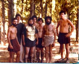 Photo: Στρατιώτες, από αριστερά: Τάκης Ρόζος, Αργύρης Καραμπάσης, Γιάννης Ρόζος, Θοδωρής Καφετζής, Κώστας Καραμπάσης, Βασίλης Δημόπουλος, Δημήτρης Ρόζος
