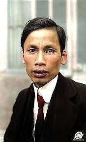 Hai bức ảnh màu sống động chân dung Chủ tịch Hồ Chí Minh