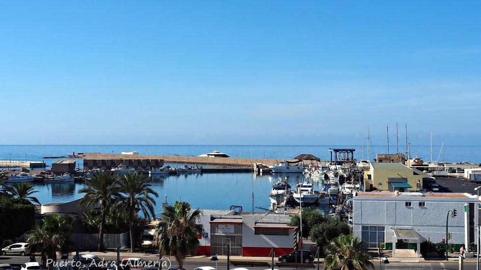 Área portuaria del Puerto de Adra.