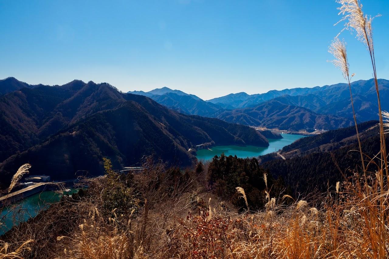 山頂からの宮ヶ瀬湖