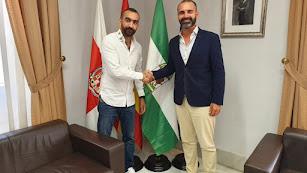 Mohamed El Assy y el alcalde de Almería, Ramón Fernández-Pacheco.