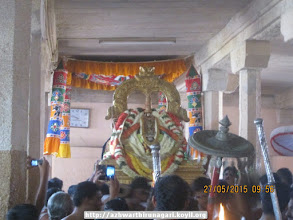 Photo: nammAzhwAr coming out to welcome all perumALs