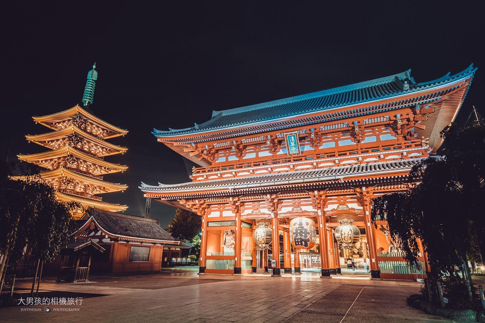 淺草寺寶藏門與五重塔,在夜晚有不同的景色。