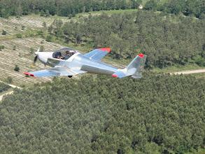 Photo: Thierry accélère un peu et me dépasse avec son Skyleader 200