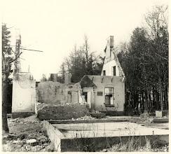 Photo: 1944 Zicht op de ruïne van de voormalige boswachterswoning Vloeiweide, overvallen en verwoest op 4 oktober 1944.
